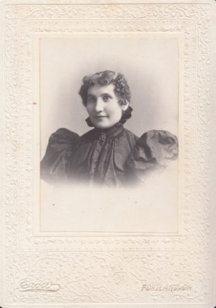Cabinet card by the Crow studio in Portland, Oregon (date unknown). (Courtesy McIntyre-Culy Collection)