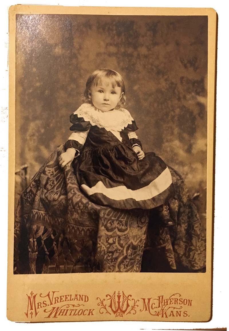 Vreeland whitlock little girl sittingg httpp3photographerspodcastp3p021vreeland3 fandeluxe Gallery